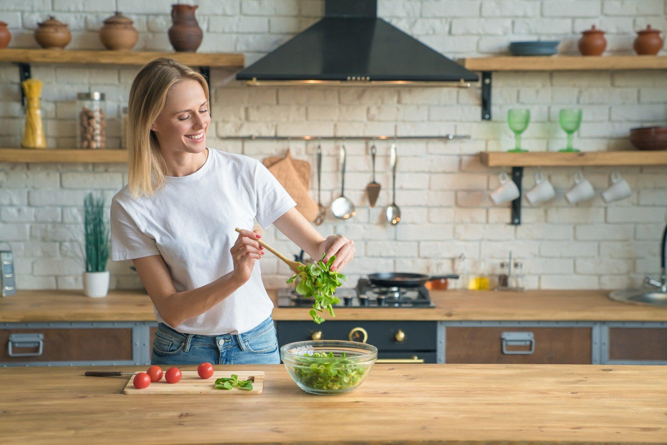 Grow A Salad Garden All Year Round Under 15 Dollars